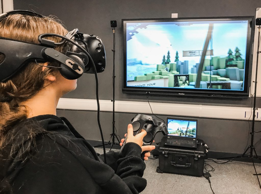 Prospective student Jordan Harwood tries out virtual reality equipment during the most recent Ron Dearing UTC Open Event.