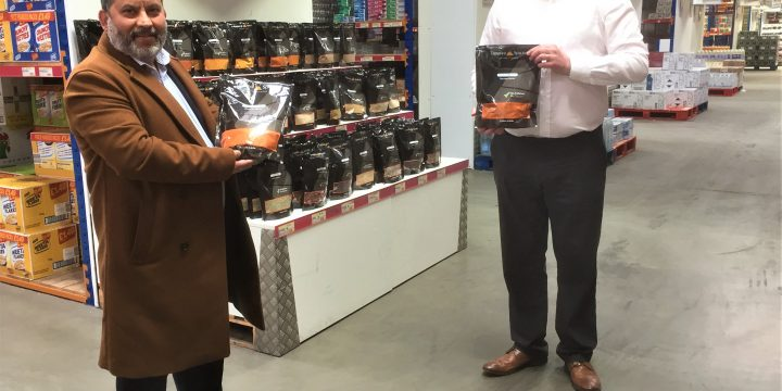Mukesh Tirkoti (left) of Tapasya Spices and Mark Pattison, Cash and Carry Manager at Dee Bee